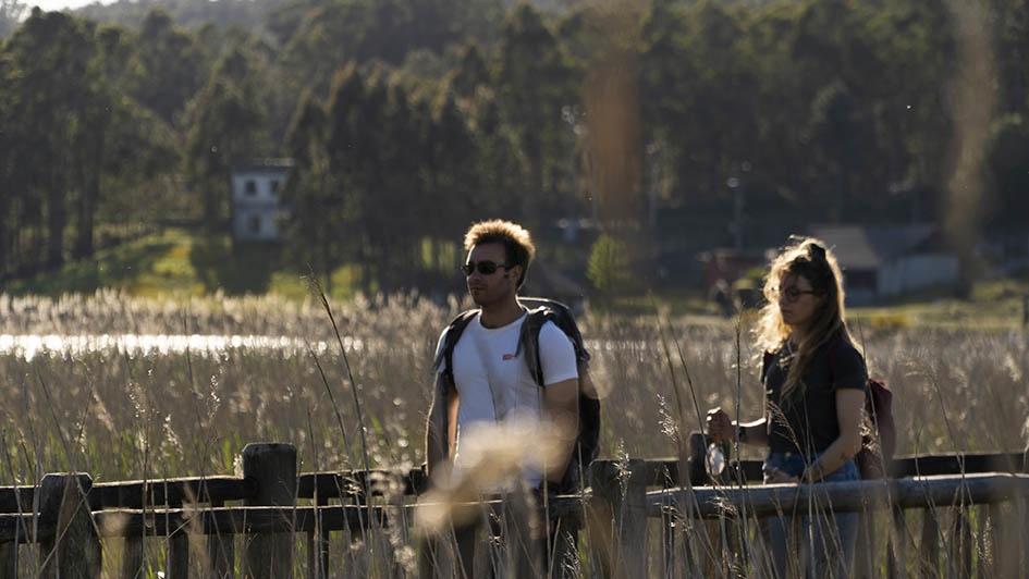 Paseo peatonal y entorno fluvial