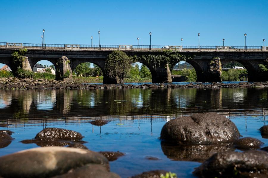 puente reflejo piedras pontecesures